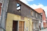 Spalona kamienica w Żaganiu straszy! Zobacz jak wygląda rudera w samym centrum miasta!