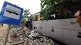 Tragiczny wypadek w Łódzkiem! Autobus uderzył w ogrodzenie i w budynek! ZDJĘCIA
