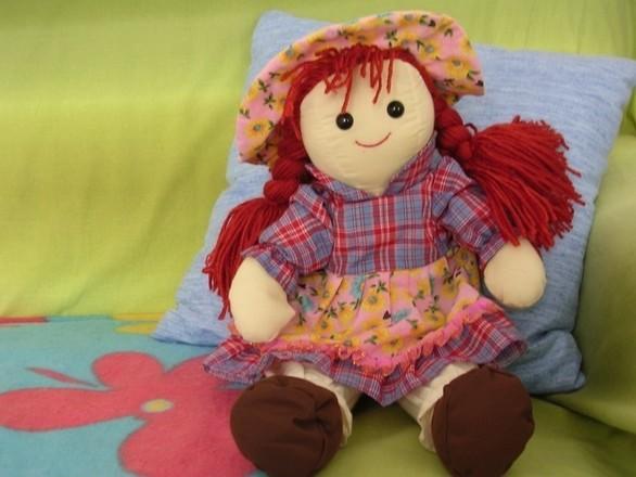 LalkiPrawie połowa, bo aż 45 procent dziewczynek najchętniej bawi się lalkami. Przy ich pomocy odgrywają różne role, tworzą scenariusze i wymyślają historyjki, co doskonale rozwija wyobraźnię i kreatywność.