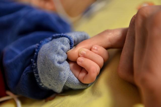 Matce z piętnastomiesięcznym dzieckiem z gorączką 39,5 stopnia Celsjusza pracownicy Nowego Szpitala w Wąbrzeźnie radzili wrócić do domu. Dziecka nie zbadali