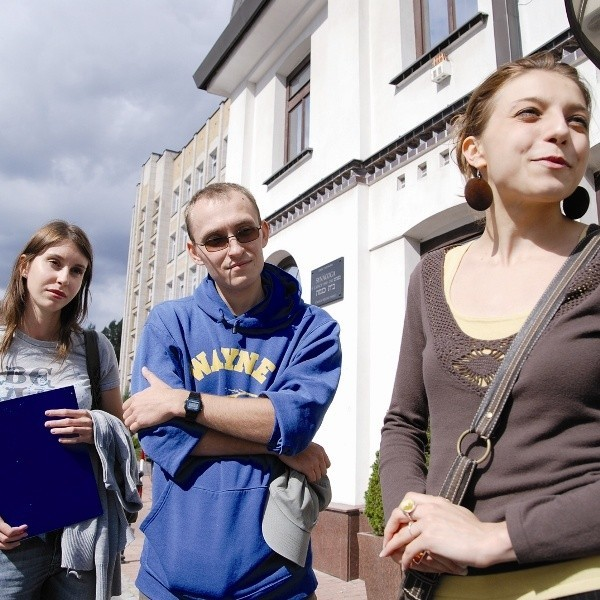 Na naszym szlaku dziedzictwa znajdzie się m.in. Synagoga Piaskower przy ul. Pięknej - mówi Katarzyna Niziołek, Łukasz Wołyniec i Sylwia Kowalczuk (od prawej), pomysłodawcy projektu