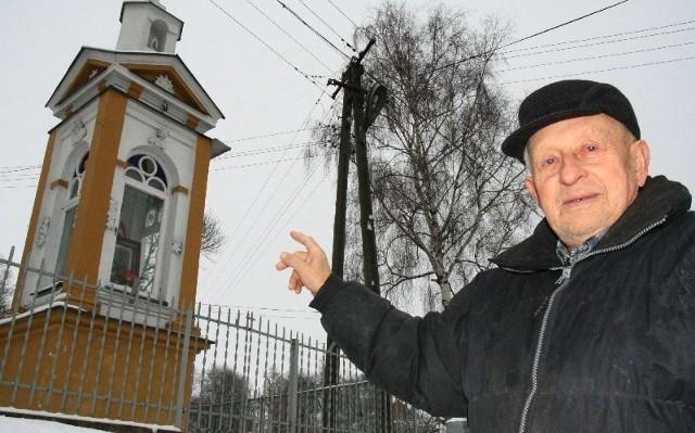 Ta zabytkowa kapliczka potrzebuje naszej wspólnej pomocy; mieszkańców, samorządu a nawet waszej, dziennikarzy – podkreśla Stanisław Posiak, mieszkaniec Maćkówki.