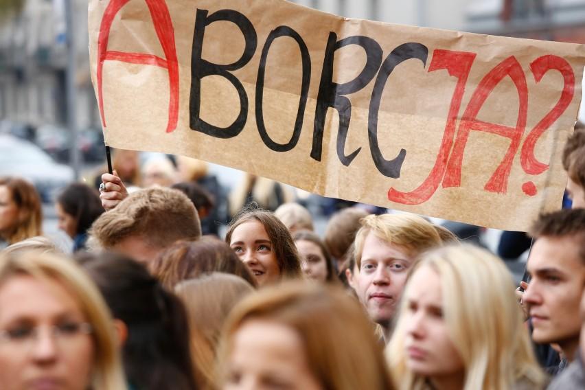 Ogólnopolski strajk kobiet. Czarny Poniedziałek w Warszawie