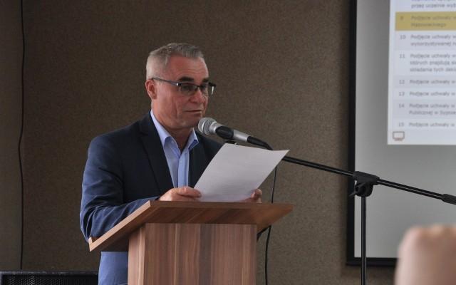 O przyczynach wzrostu cen mówił na sesji wójt Roman Gisztarowicz