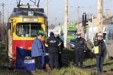 Śmiertelny wypadek w Zgierzu. Rowerzysta zginął pod tramwajem [ZDJĘCIA+FILM]