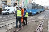 Wykolejenie tramwaju na Jedności Narodowej, na niedawno naprawianym torowisku