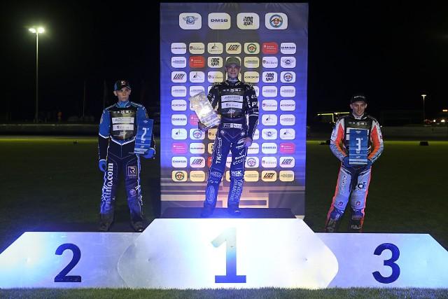 Mads Hansen zwyciężył w Stralsund w 1. finale indywidualnych mistrzostw świata juniorów. Pecha miał Jakub Miśkowiak, który wygrał 6 wyścigów (faza zasadniczą + półfinał), ale w finale spóźnił start i na mecie był drugi. 3. miejsce zajął Wiktor Lampart, na ósmej pozycji sklasyfikowano Mateusza Świdnickiego ZOBACZ ZDJĘCIA >>>>