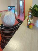 Święta w Łodzi z tabletem i z komputerem. Seniorzy z łódzkich DPS-ów połączą się z rodzinami za pośrednictwem internetu