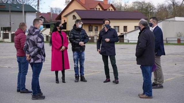 Firma ZBIG-BET z Radomia prowadzić będzie przebudowę miejskiego targowiska w Kozienicach.