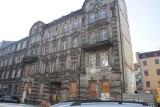 Katowice. Trwa odbudowa kamienicy przy ulicy Chopina. Z budynku zostanie zachowana tylko fasada. Uwaga, 10 marca - zamknięcie ulicy
