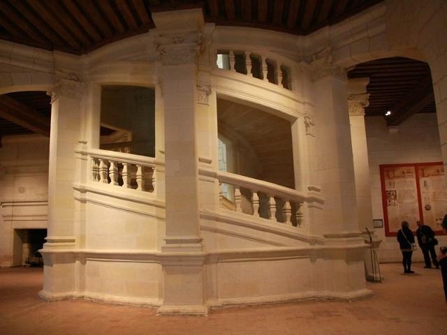 Klatkę schodową w zamku Chambord zaprojektował Leonardo da Vinci, którego sprowadził ze słonecznej Italii ówczesny król Francji Franciszek I.