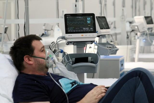 Zgodnie z danymi Ministerstwa Zdrowia zmniejsza się liczba osób wymagających hospitalizacji.