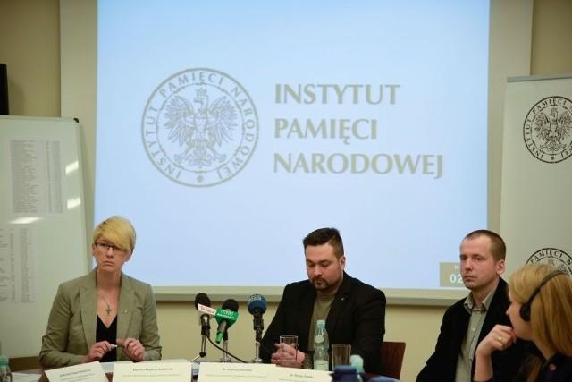 IPN zbiera też materiał DNA od krewnych ofiar. Próbki oddało już 160 osób.