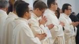 Zmiany księży w diecezji tarnowskiej. Nowo wyświęceni kapłani poznali swoje pierwsze parafie [LISTA]
