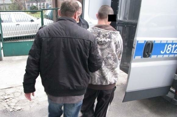 Kryminalni błyskawicznie zatrzymali dwóch mieszkańców Strzelec Opolskich w wieku 19 i 21 lat.