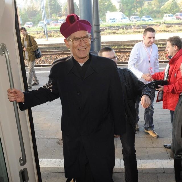 W sobote rano z Opola do Wadowic wyruszyl z pielgrzymami pociąg papieski.