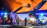 Pożar marketu Mila w Bydgoszczy. Zawaliła się część dachu [zdjęcia, wideo]