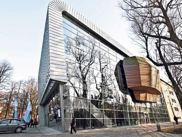 Filharmonia Koszalińska to jedna z inwestycji zrealizowanych w mieście przy pomocy wsparcia unijnego. Jej koszt to ponad 30 milionów złotych, z tego połowa to dofinansowanie unijne.