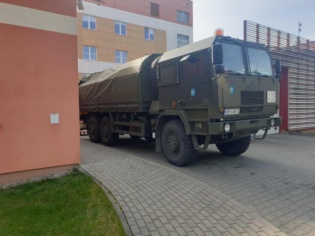 Odzież dla medyków przyjechała z Wojskowych Rezerw Centralnych