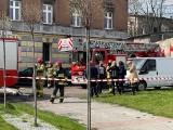 Tragiczny pożar mieszkania w Mysłowicach. Nie żyje lokator z parteru. Strażacy ewakuowali osiem osób, w tym trójkę dzieci