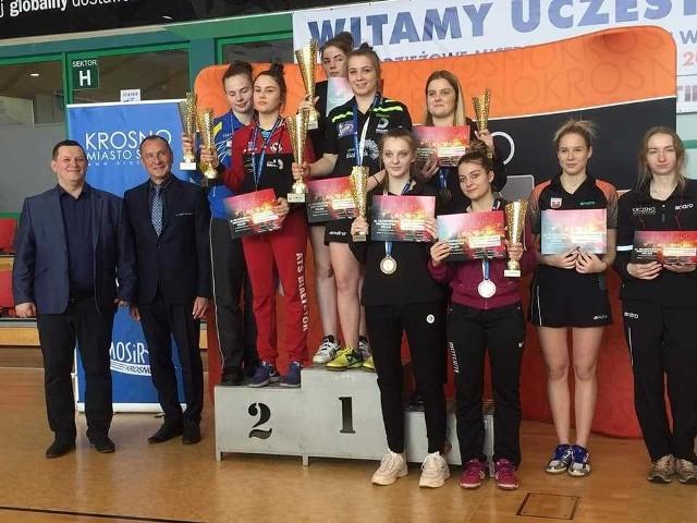 Medalistki w grze deblowej młodzieżowych mistrzostw Polski