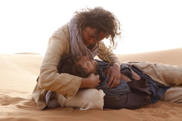 """Kadr z filmu """"Niebo nad Saharą"""""""