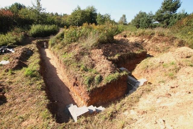 Prace fundamentoweW wykopach na Grabinie pojawiły się narożniki.