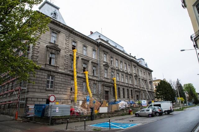 Bielsko-Biała: Remont gmachu, gdzie była siedziba PZPR, później uczyli się licealiści, a teraz będzie sąd