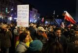 """W całej Polsce odbyły się manifestacje opozycji pod hasłem """"My zostajemy w UE"""""""