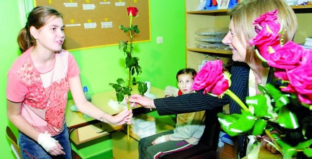 Rzeszów, 12 października 2005 roku. Maria Kaczyńska na oddziale dziecięcym w Szpitalu Wojewódzkim nr 2 w Rzeszowie.
