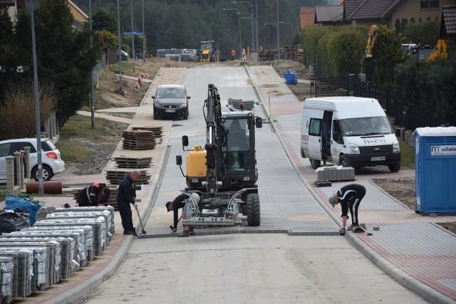 Trwają prace przy przebudowie pięciu osiedlowych ulic w podmiasteckiej Pasiece. Łączny koszt to niespełna 3,2 mln zł.