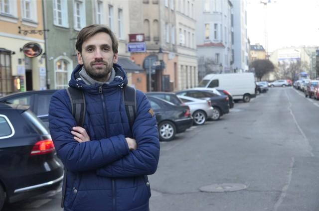 """Radny z Jeżyc Paweł Głogowski wpadł na pomysł, by stworzyć  mapę lokalnych biznesów, potrzebujących wsparcia. Tak rozpoczęła się akcja """"Lokalnie-solidarnie""""."""