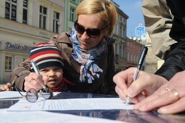 Justyna Zych przekonuje, że minister Hall powinna być odwołana ze stanowiska.