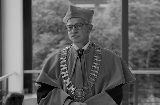 Prof. Janusz Henryk Dorobisz pełni funkcje prodziekana i dziekana Wydziału Historyczno-Pedagogicznego UO.