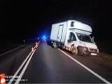 Krynice. Wypadek na DK 65 na trasie Białystok - Knyszyn. Bus zderzył się z mazdą. Jedna osoba ranna [ZDJĘCIA]