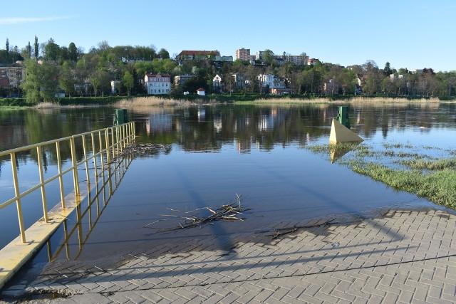 Odra znów jest wyższa w Krośnie Odrzańskim. Port ponownie znalazł się pod wodą.