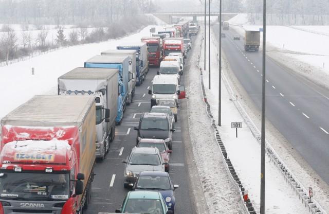 Atak zimy i paraliż na autostradzie A4.