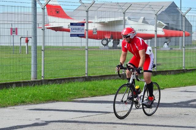 """W wyścigu, który nosił nazwę Husqvarna Kryterium Rowerowe, wzięło udział prawie 100 kolarzy z całej południowo-wschodniej Polski. Do przejechania mieli 3 pętle, każda po 6 km co w sumie daje 18 km szybkiej jazdy z elektronicznym pomiarem czasu. Bowiem wyścig był typową """"czasówką"""". Nie było startu wspólnego, lecz każdy z zawodników startował osobno, z jednominutowym odstępem czasowym."""