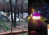 Ewakuacja obozu harcerskiego w Kostkowicach. Potężna burza zmiotła namioty. Pomogli strażacy i żołnierze WOT