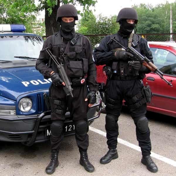 Uzbrojeni po zęby i niebezpieczni dla każdego przestępcy, czyli stalowowolska Grupa Realizacyjna.