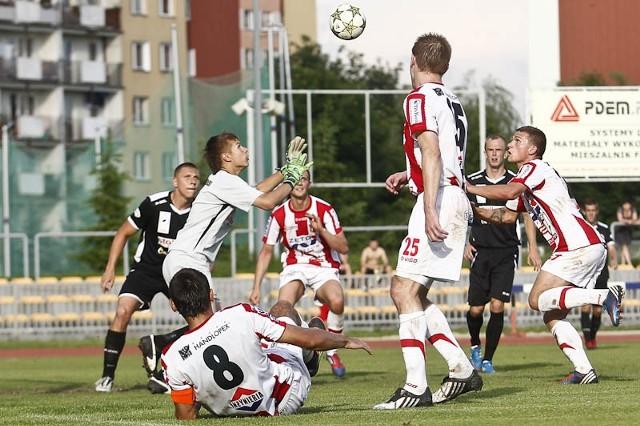 Resovia Rzeszów - Wigry SuwałkiW ostatnim w sezonie meczu u siebie Resovia pokonała 3-1 Wigry Suwałki. Rzeszowianie mogli strzelić więcej, niż 3 gole.