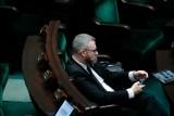 Grzegorz Braun został wykluczony z obrad Sejmu. Poseł Konfederacji nie chciał założyć maseczki [WIDEO]