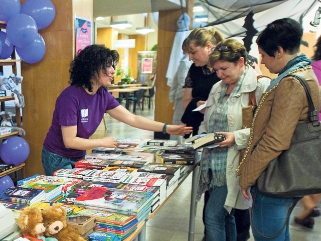 Podczas Nocy w Bibliotece będzie można kupić książki w promocyjnych cenach - swoje stanowisko będzie mieć Matras.