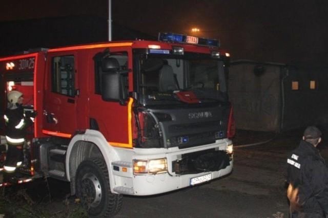Pożar gasiły trzy zastępy strażaków.