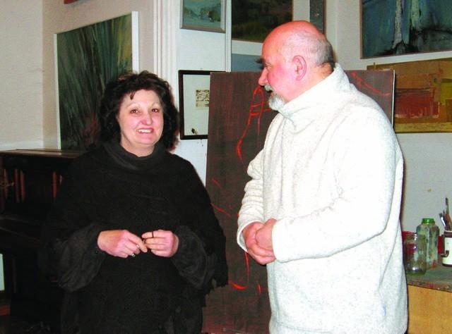 Danuta Sowińska-Warmbier wraz z mężem Leszkiem w pałacowej pracowni.