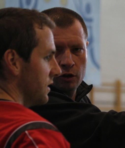 Przed sezonem Dan Lewis (z lewej) grał w towarzyskich turniejach. Niebawem znów powinien być do dyspozycji trenera Krzysztofa Stelmacha.