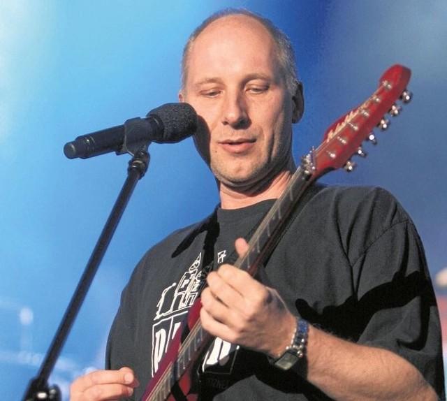 Kuba Sienkiewicz z zespołem Elektryczne Gitary zaśpiewa podczas Dni Łap. Jego koncert już 11 czerwca na stadionie.