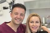 """Gwiazdy show biznesu zjeżdżają po """"hollywoodzki uśmiech"""" do doktora Piotra Trafidły ze Stalowej Woli [ZDJĘCIA]"""