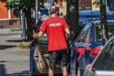 Białorusin koczuje w samochodzie w centrum Bydgoszczy. Nie chce pomocy, choć jej potrzebuje