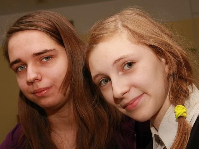 - Poprzez plebiscyt chcemy zachęcić koleżanki i kolegów do czytania książek - mówią Anna Dębowska (z lewej) i Zuzanna Szemborska z międzyrzeckiego Gimnazjum nr 2.